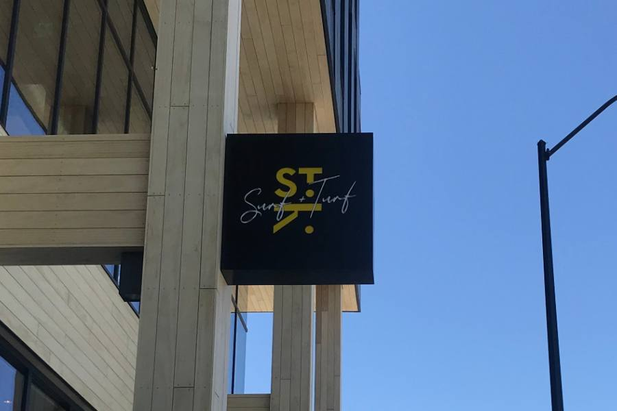 Experience Great Food and Atmosphere at St. Kilda